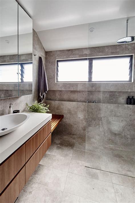 mooie natuurlijke badkamer stoere kleine praktische badkamer met natuurlijke kleuren