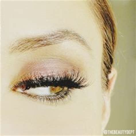 Lash Out V It Up With Flirty Lashes In An Instant Rocking Eyelash Extensions From Nycs Skintology Spa Fashiontribes by Cat Eye Lite Cat And Cats