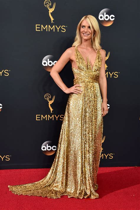 claire danes red carpet 2016 emmys claire danes in schiaparelli couture tom