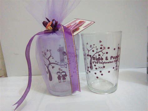 Dijamin Souvenir Pernikahan Taplak Gelas Cantik jual souvenir gelas cantik kemasan tile souvenir kediri dot