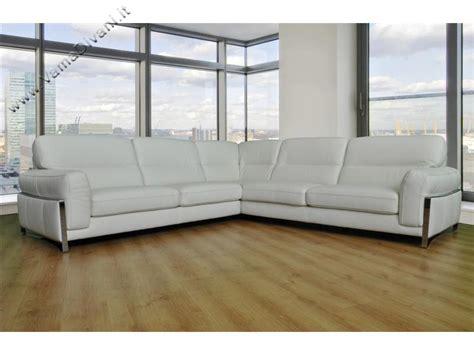 divano in pelle angolare divani angolari in pelle in tessuto e chester anche su misura