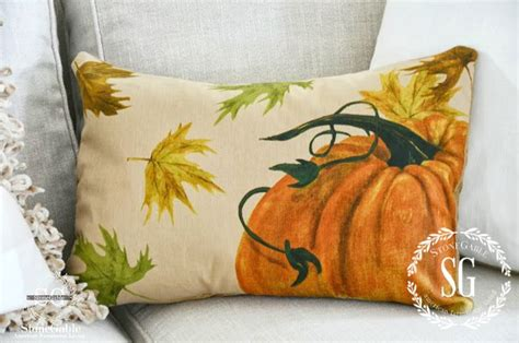 Fall Pillows by Fall Pillow Decorating For Fall With Pillows