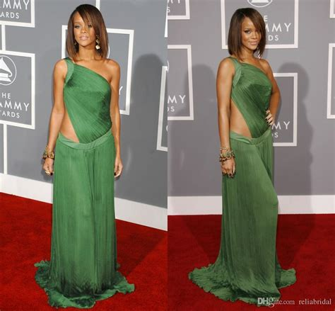what size dress does lisa rinna wear what size dress does rinna wear rihanna rocks flowing