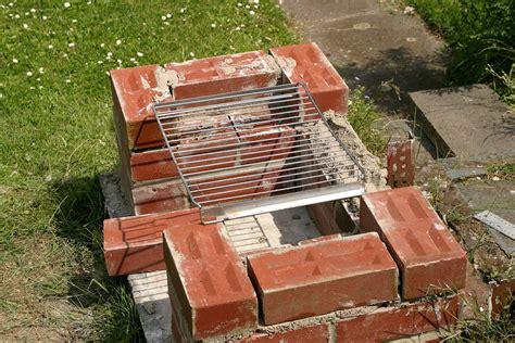 selbstgebauter grill im garten diy academy