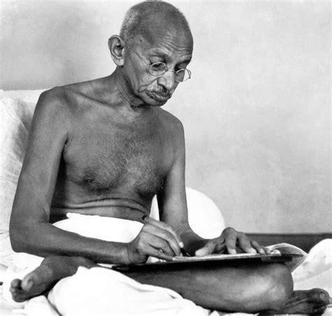 mahatma gandhi biography mp3 download 25 best ideas about mahatma gandhi photos on pinterest