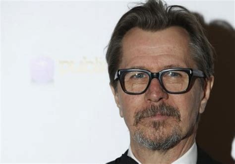 gary oldman actor gary oldman apologizes for insensitive defense of mel