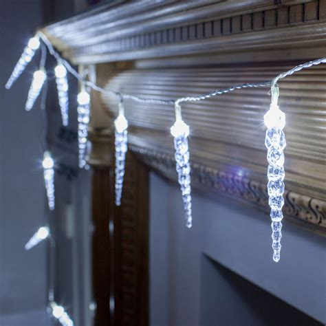 white icicle lights outdoor 24 twinkling led icicle lights lights4fun co uk