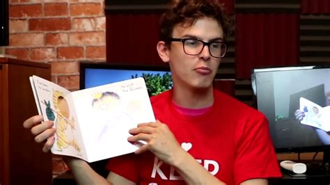 hey that doesn t rhyme a book for boys and their books doesn t even rhyme what the heck meme idubbz