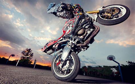 imagenes de stunt love conoce el stunt riding el arte de realizar acrobacias en moto