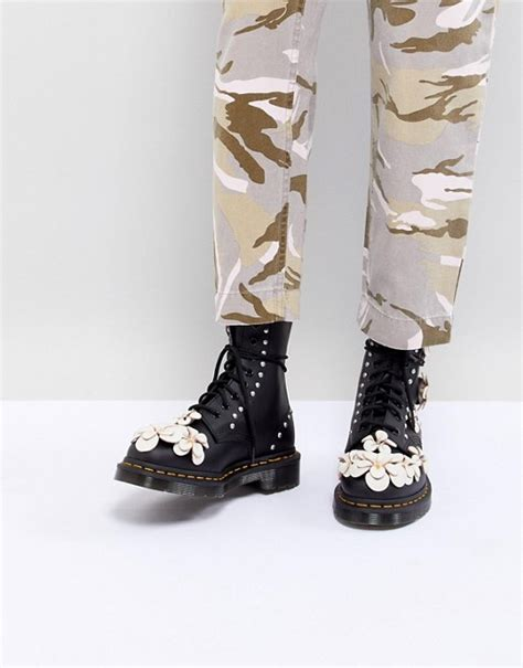 dr martens fiori dr martens dr martens 3d flower lace up boots