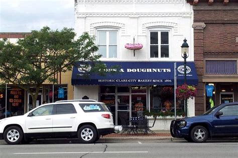 clare do it best hardware clare mi cops doughnuts pastries may be available near you