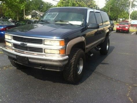 how to sell used cars 1995 gmc suburban 2500 parking system purchase used 1995 chevrolet suburban lifted no reserve in dayton ohio united states