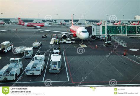 airasia malaysia terminal air asia plane ready to take off in klia 2 kuala lumpur