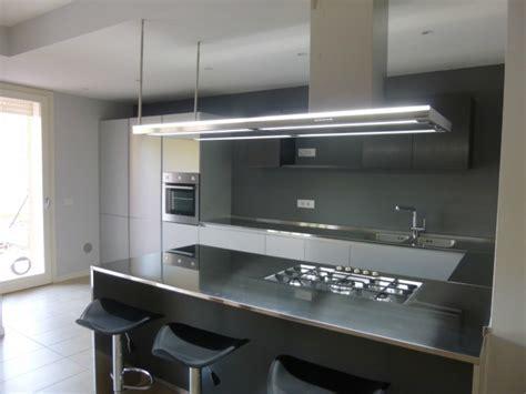 cucina acciaio inox c88 cucina in acciaio inox alluminio a parete con penisola