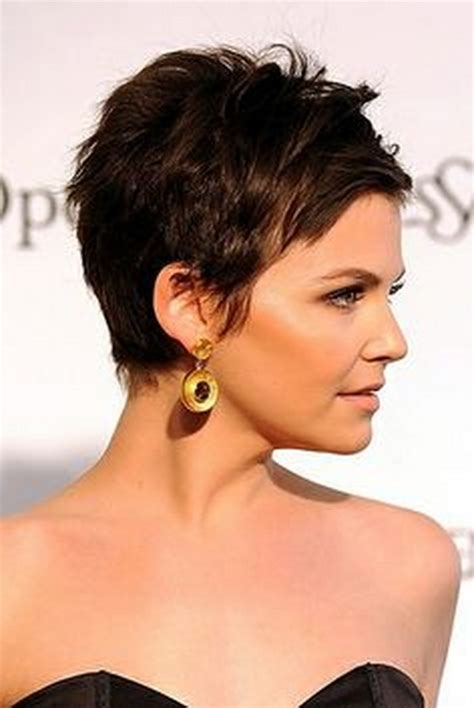celebrities with pixie haircuts