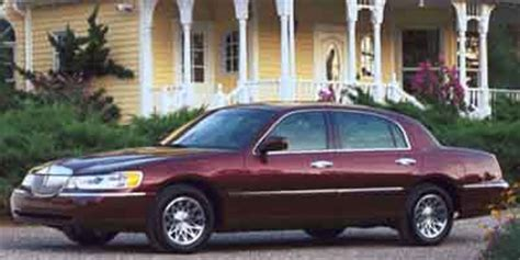 Car Tier Warren 2001 lincoln town car page 1 review the car connection