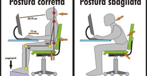 posizione della sedia mal di schiena da scrivania ecco la postura corretta
