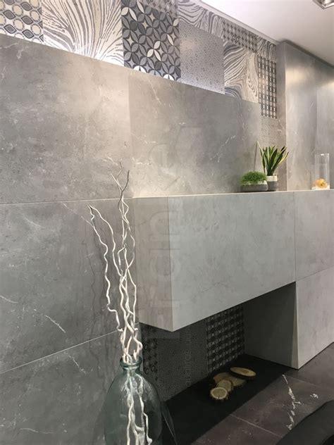 Badezimmer Unterschiedliche Fliesen by Wandverkleidung Mit Fliesen In Zwei Unterschiedlichen