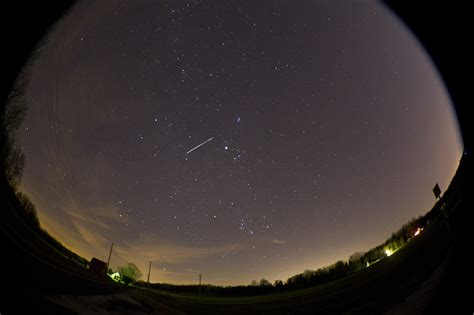 Geminid Meteor Shower Philippines by Photos Of The Day Dec 14 Photo Journal Wsj