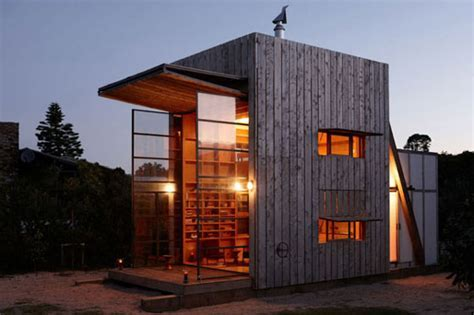 Whangapoua Sled House: Small and Smart Movable Hut for