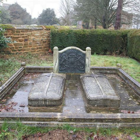 diana grave princess diana s grave is empty more inside paparazzi