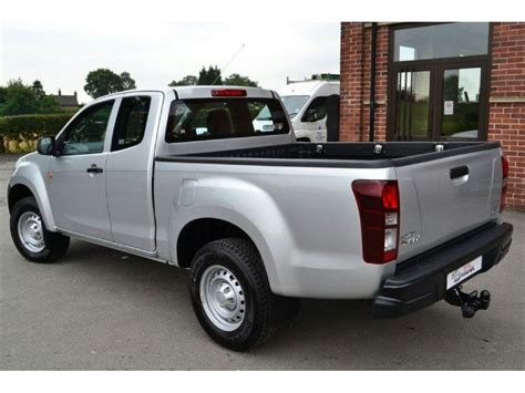 used isuzu d max 2 5 extended cab 4x4 up