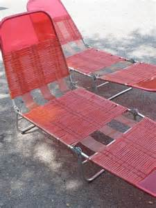 Lounge beach patio deck chair retro pink plastic tube webbed