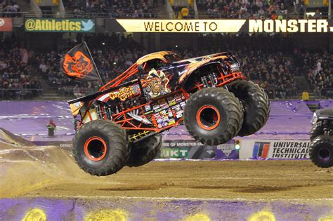 monster truck show chattanooga monster jam rumbles back to chattanooga s mckenzie arena