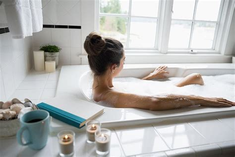 women in bathtubs 10 small tubs that are totally soak worthy