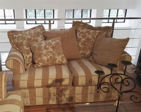 divani classici in tessuto prezzi coppia divani classici 3 posti e 2 posti di poltromot mod