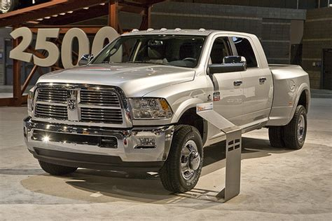 dodge ram truck of the year dodge ram wins truck of the year runde auto chat