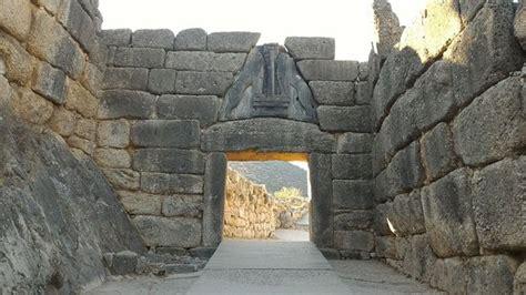 la porta dei leoni porta dei leoni picture of archaeological site mycenae