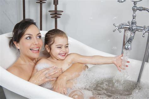 prendre un bain avec enfant judith martineau nanny