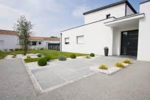 moderne pflanzgefäße terrasse dallage entr 233 e moderne terrasse et patio nantes