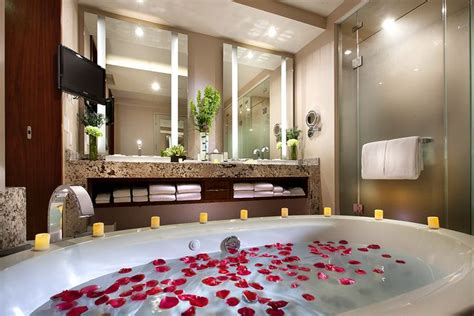 las vegas hotel with tub in room sky suites las vegas hotel 174 suites and in room tubs the o jays