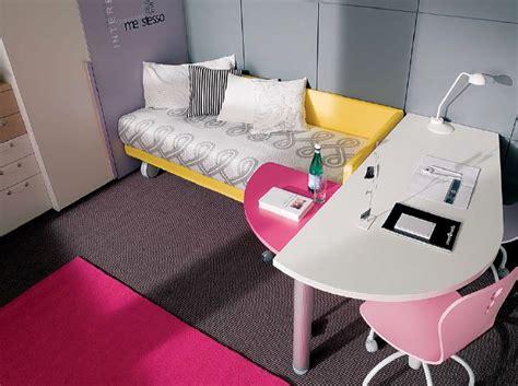 scrivania sagomata scrivania sagomata con comodino estraibile