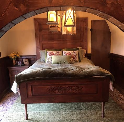 hobbit bedroom hobbit bedroom www pixshark images galleries