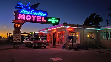 Blue Swallow Motel @ Route 66 by night Foto & Bild