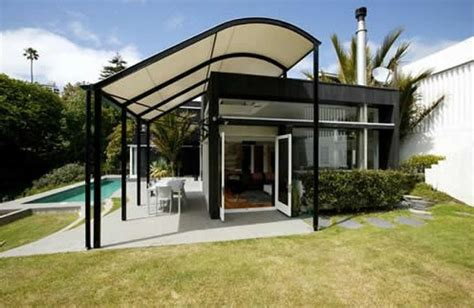 what are the differences between awnings and canopies