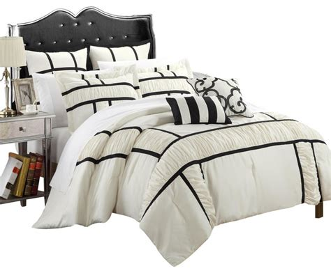 Tuscan Black And White Queen 7 Piece Comforter Bed In A Black And White Bed In A Bag