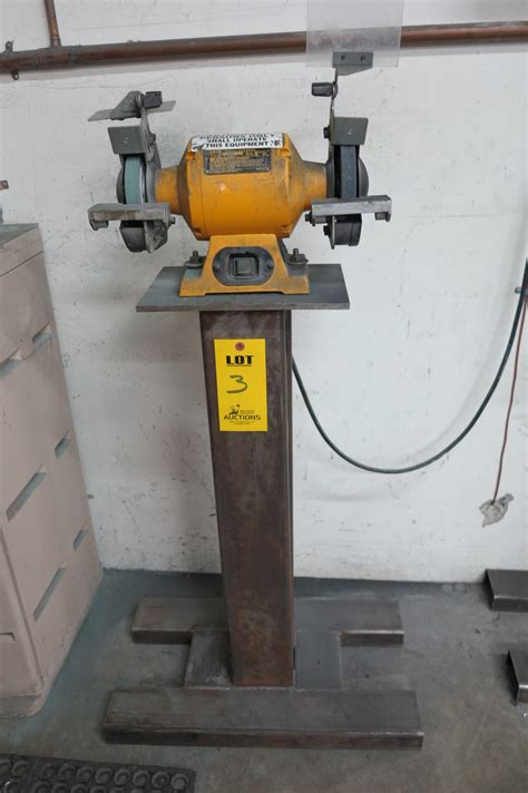 dewalt bench grinder review dewalt bench grinder stand 28 images dewalt bench