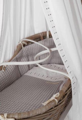 goedkope babyspullen echte eyecatcher in de babykamer een rieten wieg real