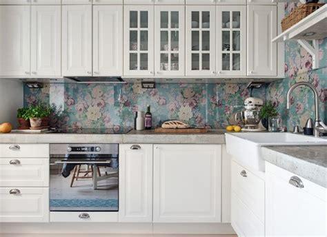kuchyňsk 253 obklad s motivem květin styl a interier