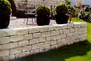 betonmauer garten pflasterarbeiten