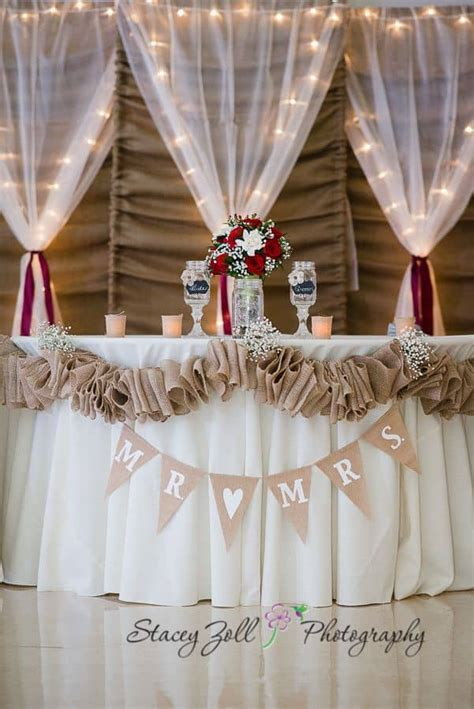 Wedding Backdrop Burlap by 14 Beautiful Diy Burlap Wedding Decorations You Should Try