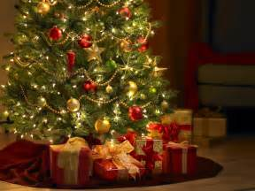 Christmas Tree Pictures by Free Games Wallpapers Christmas Tree Wallpapers