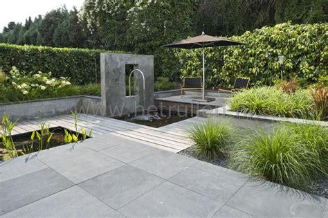 tuin met vijver vlonder en overkapping tuinontwerp tuinaanleg eindhoven helmond patiotuin kleine