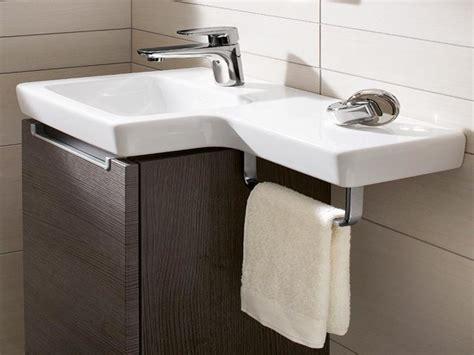 waschbecken kleines badezimmer waschbecken kleines gaeste wc behindertengerechte badewanne