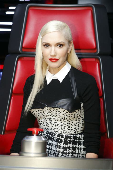 the voice sponsors hairstyles gwen stefani s straight hair new style on the voice