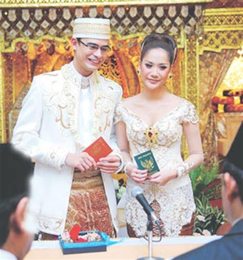 Celana Adat Bali baju pengantin muslim dan model kebaya pengantin modern terbaru terkini 2016